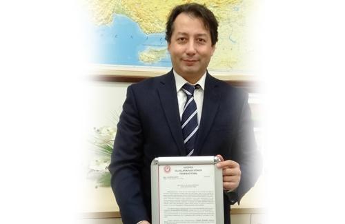 Yüksek İstişare Kurulu Üyesi Sn. Prof. Dr. Burak Berk ÜSTÜNDAĞ´a Mazbatası Verild